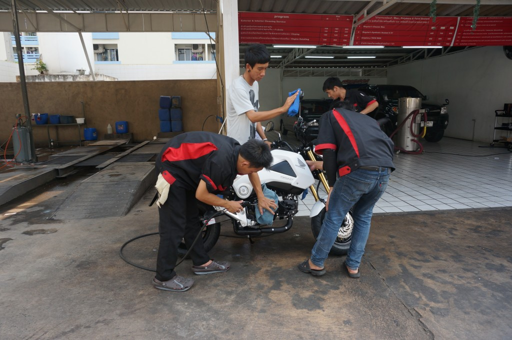 What does $3.00 get you in Thailand? An entire team of detailers to make your motorbike really shine!